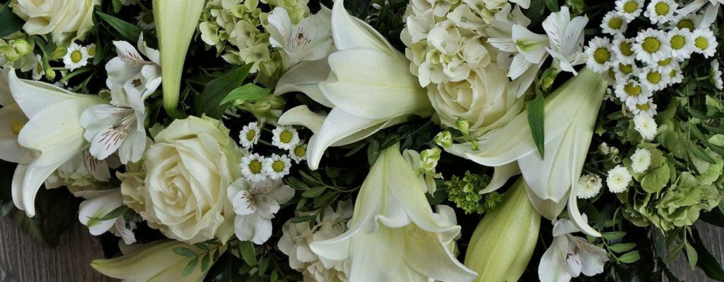 Claudias-Blumenzauber-Trauerfloristik-Trauerkraenze-Florist-Tirol-Vomp