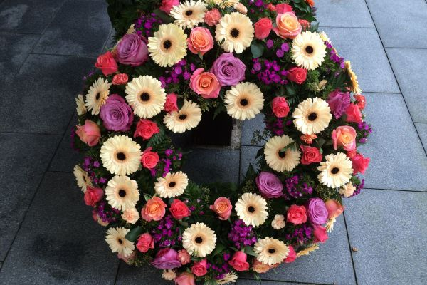 Claudias-Blumenzauber-Trauerfloristik-Trauerkraenze-Florist-Tirol17