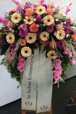Claudias-Blumenzauber-Trauerfloristik-Trauerkraenze-Florist-Tirol24