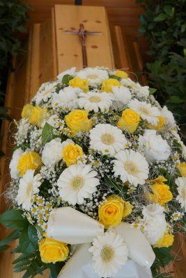 Claudias-Blumenzauber-Trauerfloristik-Trauerkraenze-Florist-Tirol25