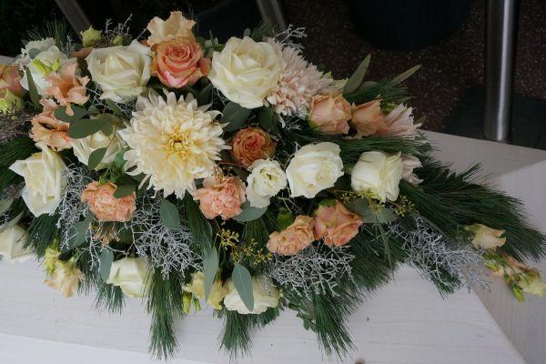 Claudias-Blumenzauber-Trauerfloristik-Trauerkraenze-Florist-Tirol6